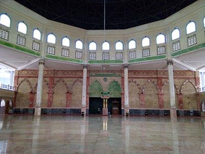 Interior / runag dalam masjid Praya Lombok