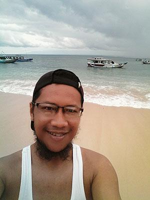 Selfie di Pantai Pink Lombok