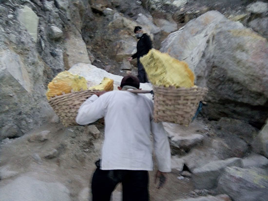 Give a way to the sulfur miner in Ijen; do not too much asking when they are on their job