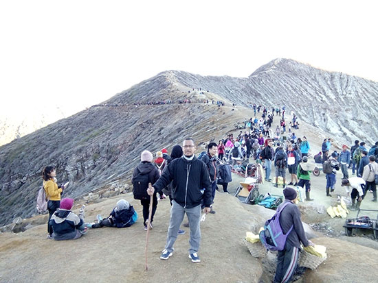Berbaur bersama ribuan pendaki gunung Indonesia dan luar negeri